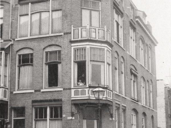 Willem Van Outhoornstraat, Hoek Hendrik Zwaardecroonstraat, Rond 1915 - Bron: Beeldbank Haags Gemeentarchief