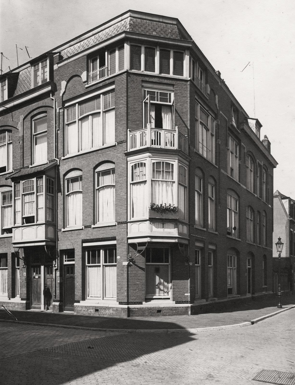 Willem Van Outhoornstraat, Hoek Hendrik Zwaardecroonstraat, Rond 1930 - Bron: Beeldbank Haags Gemeentarchief